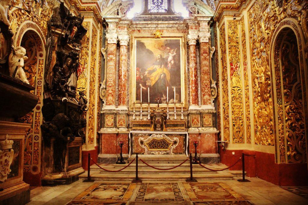 Interiorul Co-Catedralei St. John