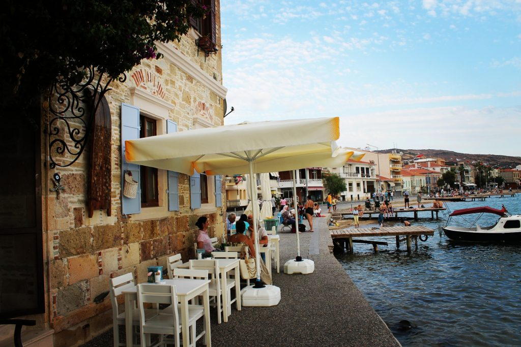 Taverne grecești, căci Grecia e la 7 km