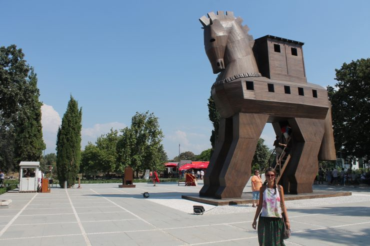 Cu calul din Troia
