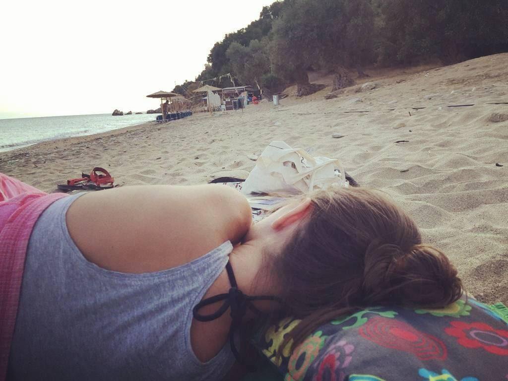 Prima activitate din Platanias: dormitul pe plajă