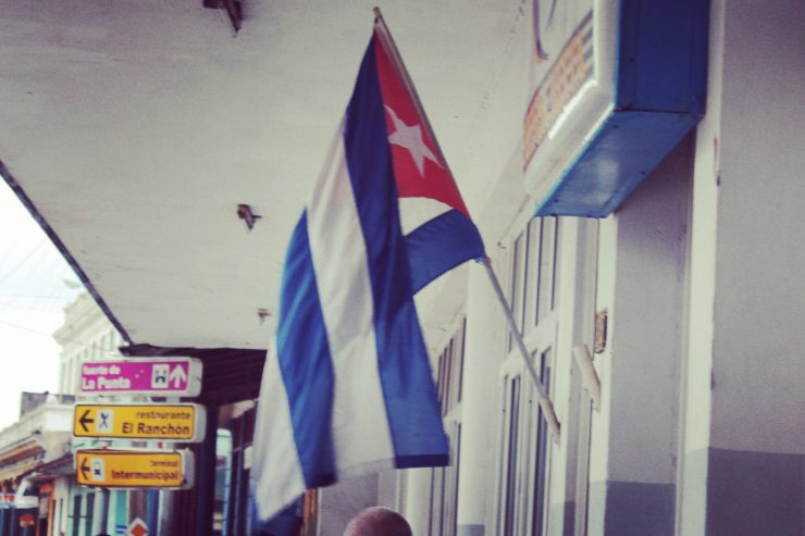 Steagul Cubei este unul dintre cele două steaguri ale unor țări comuniste care nu folosește nici un simbol comunist.