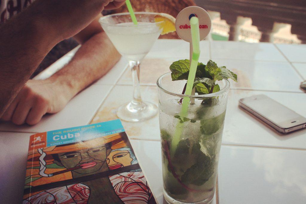 Nu se pune că ai început călătoria în Cuba fără un daiquiri sau un mojito.