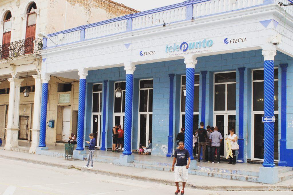 Empresa de Telecomunicaciones de Cuba (ETECSA), de unde cumpărăm cartele pentru net sau încărcător de telefon