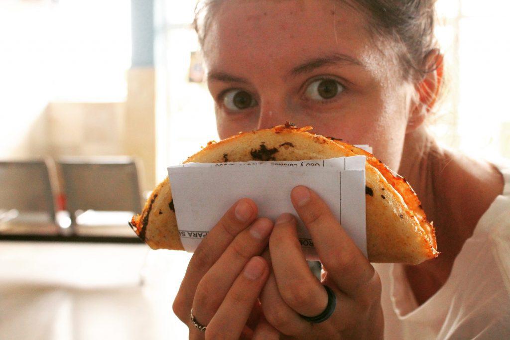 Pizza con queso, în gara Holquin