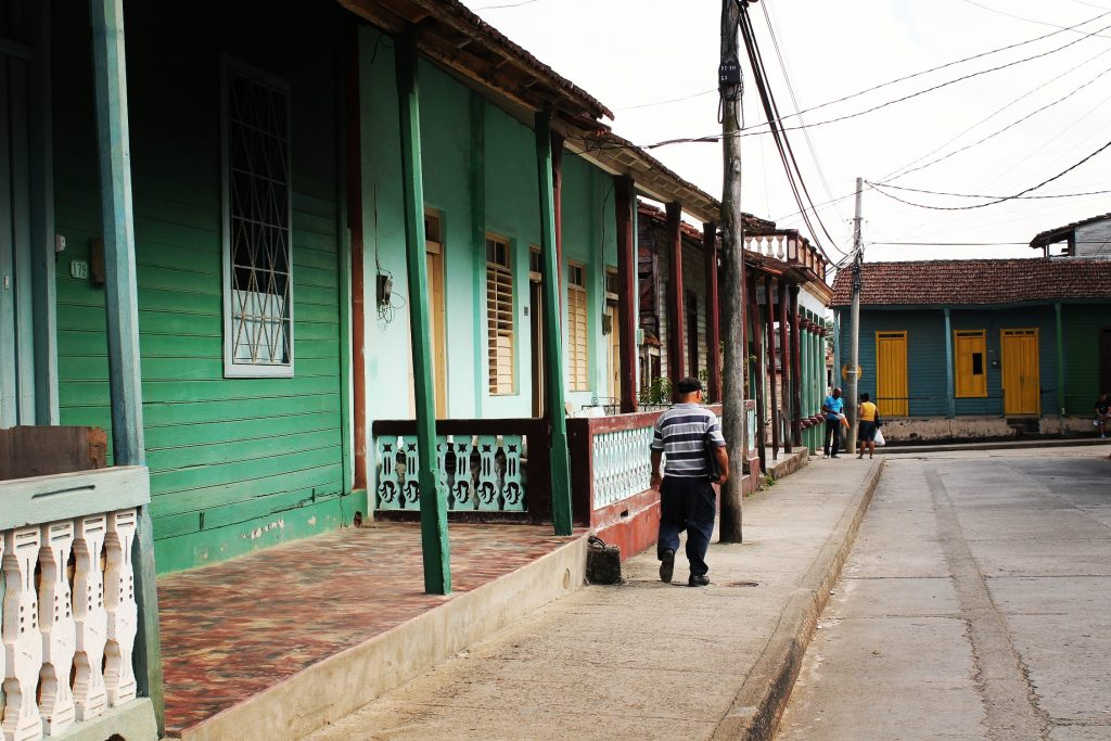 Căsuțele colorate din Baracoa