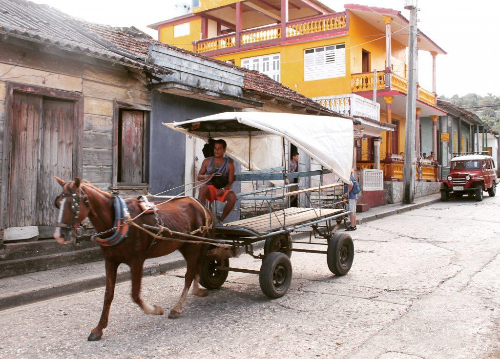 Căruțele sunt un mijloc de transport uzual în Cuba