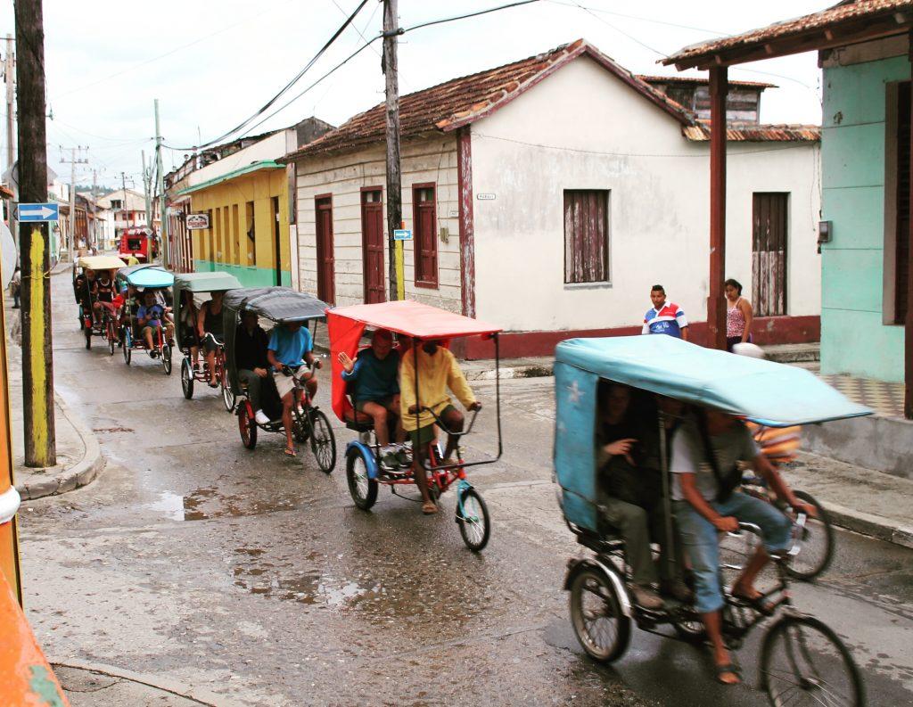 Triciclete într-o zi ploioasă