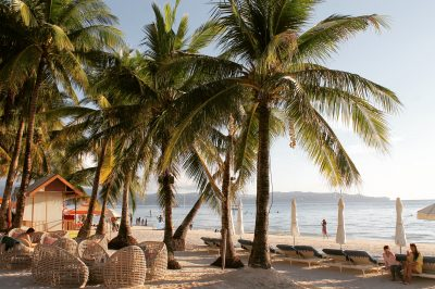 White Beach este principala atracție din Boracay