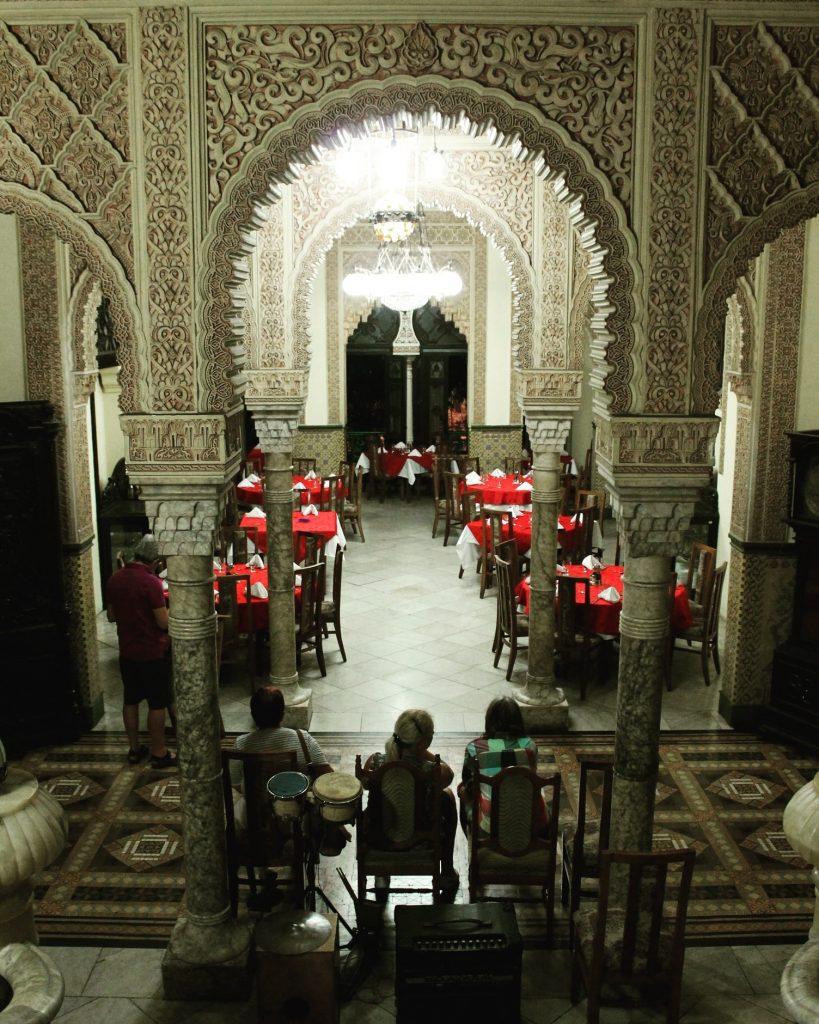 În interiorul de la Palacio de Valle este amenajat un restaurant