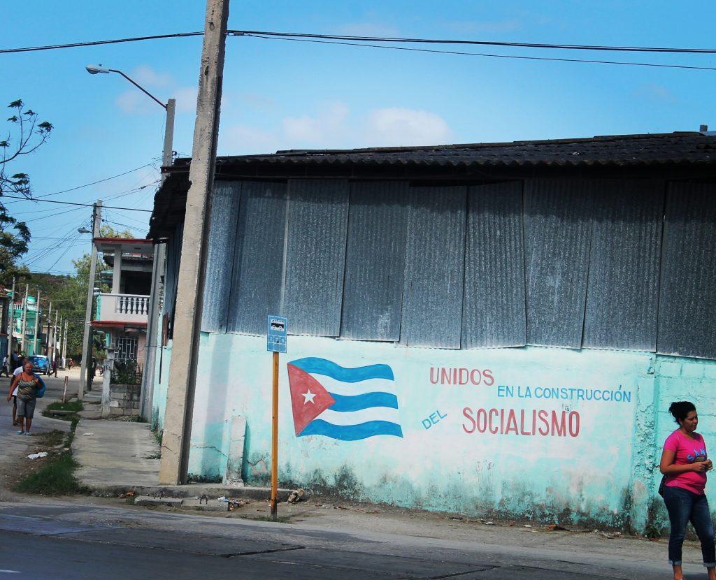 Cuba este plină de mesaje socialiste
