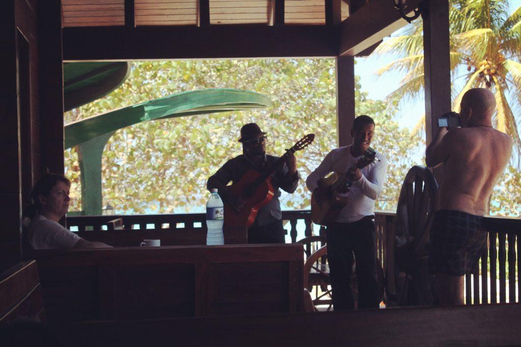 În Cuba, se cântă peste tot.
