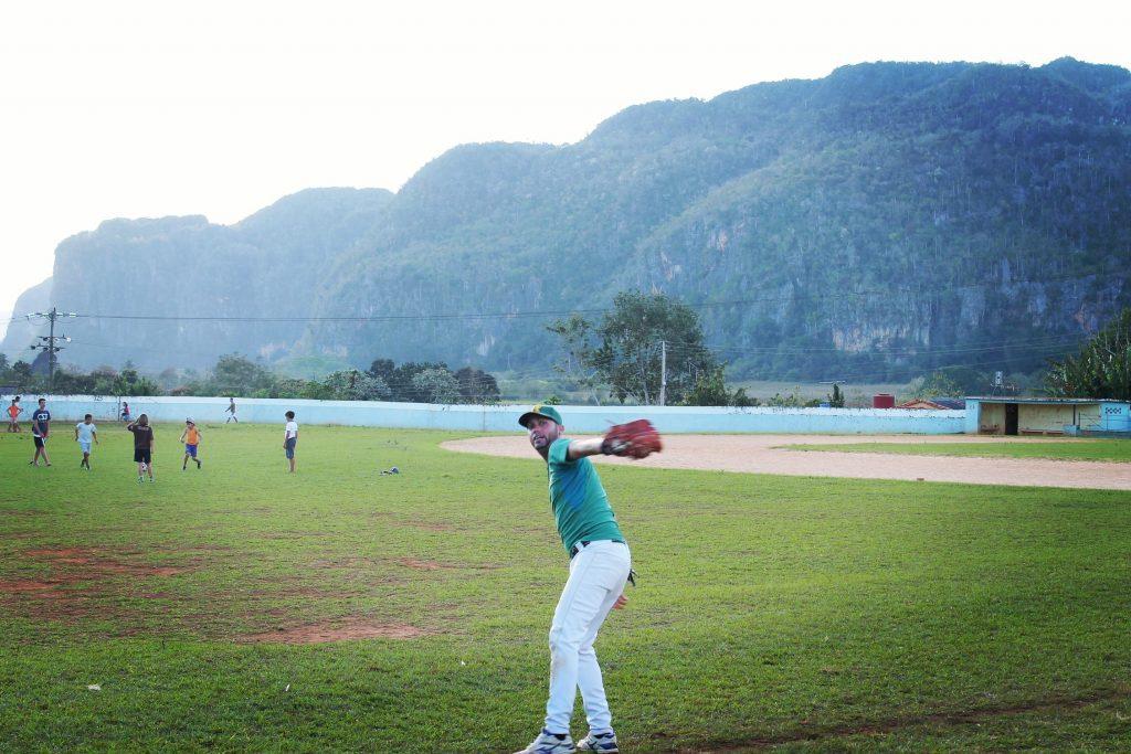 Baseball pe terenul viran