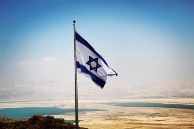 În 2007, la Masada, Israel a doborât recordul mondial pentru cel mai mare steag. Tot de la Masada, un steag mai mic.