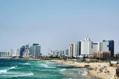 Clădirile de sticlă din Tel Aviv, văzute din Jaffa