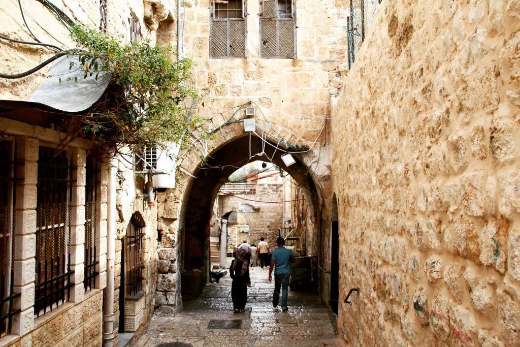 Străduțe înguste în cartierul arabilor