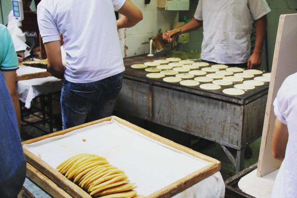 Dulciuri pregătite în cartierul arab