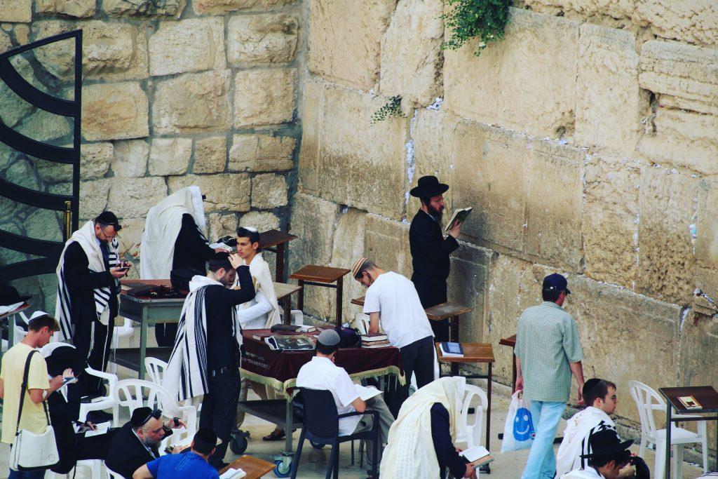 Se spun rugăciuni la Zidul Plângerii