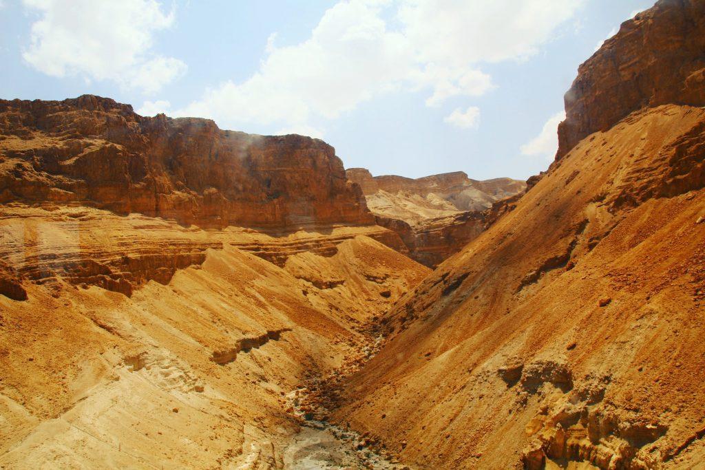 Canioane portocalii în Deșertul Iudeei