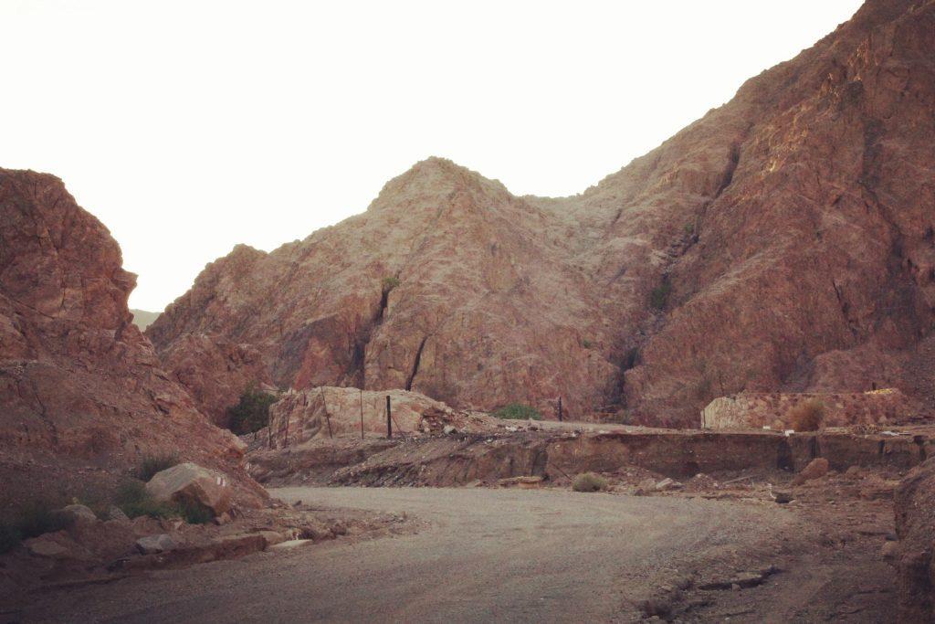 Deșert, rocă și praf