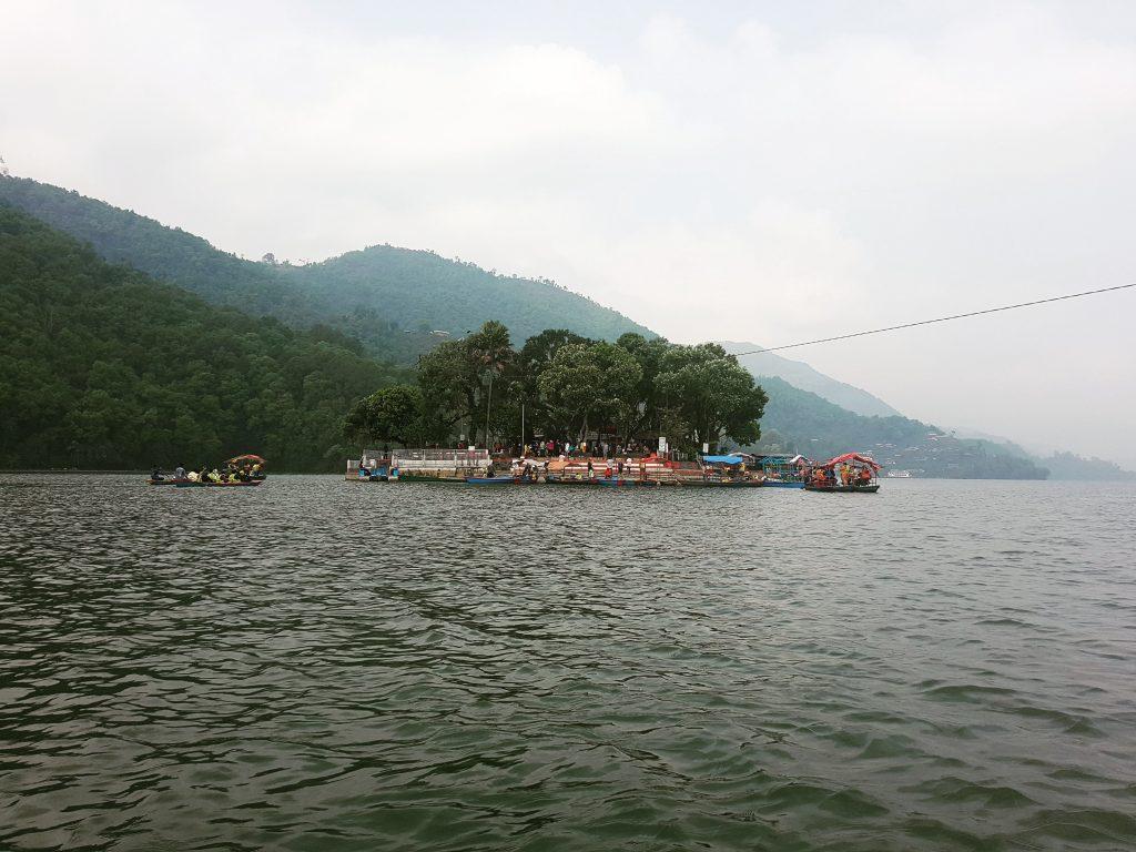 Insula de pe lac și Tal Barahi Temple