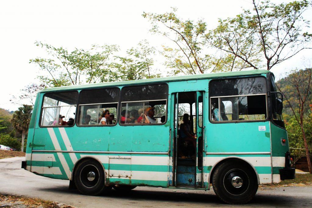 Autobuz.