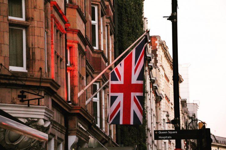 Există 23 de țări în lume - teritorii mici sau insule - care folosesc o formă a steagului englezesc. Dar sunt și câteva țări mari ca Australia sau Noua Zeelandă.