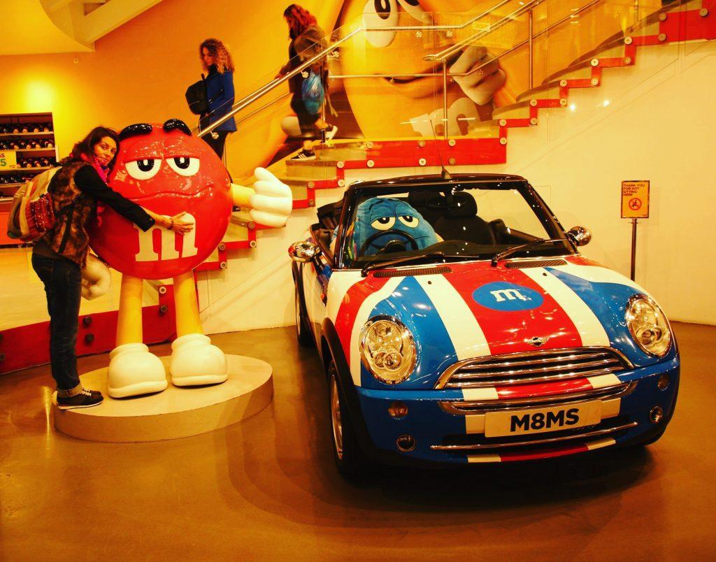 În Londra am date de un magazin pe 4 etaje, parcă, tot cu M&M