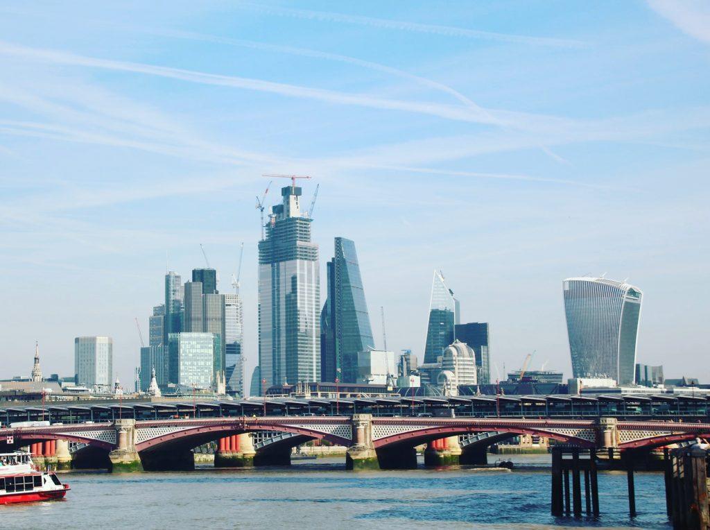 Clădirile futuriste din Londra