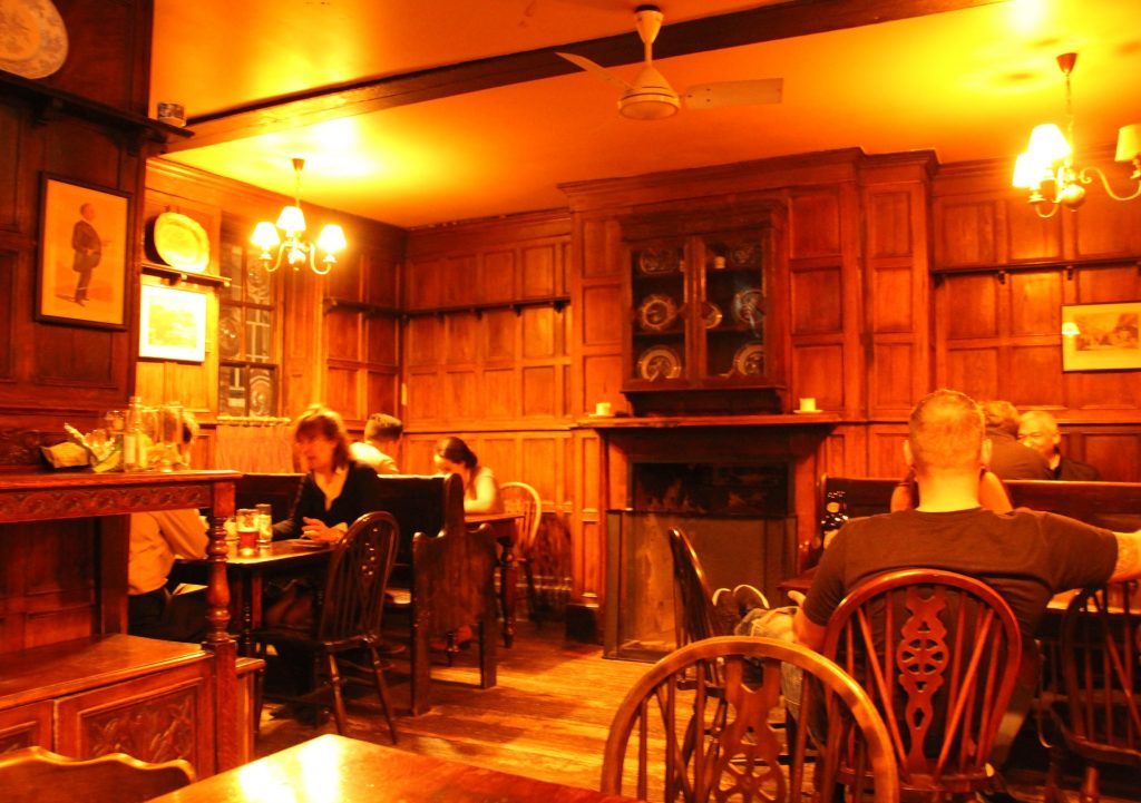 Interior de Ye Olde Cheshire Cheese