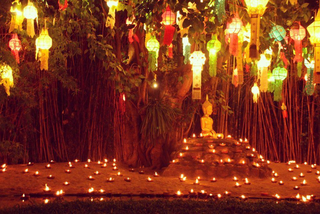 Lămpițe cu unt la Wat Phan Tao