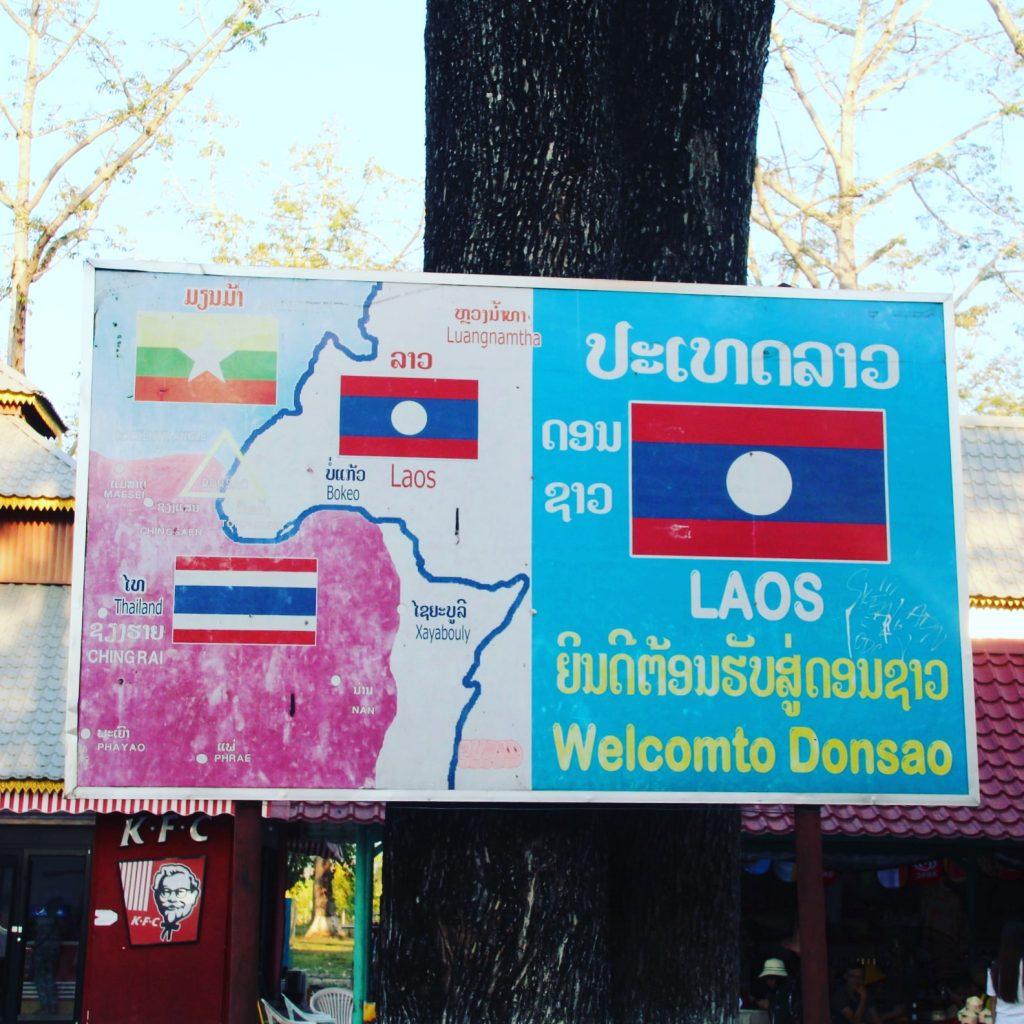 Placa care atestă faptul că am fost în Laos