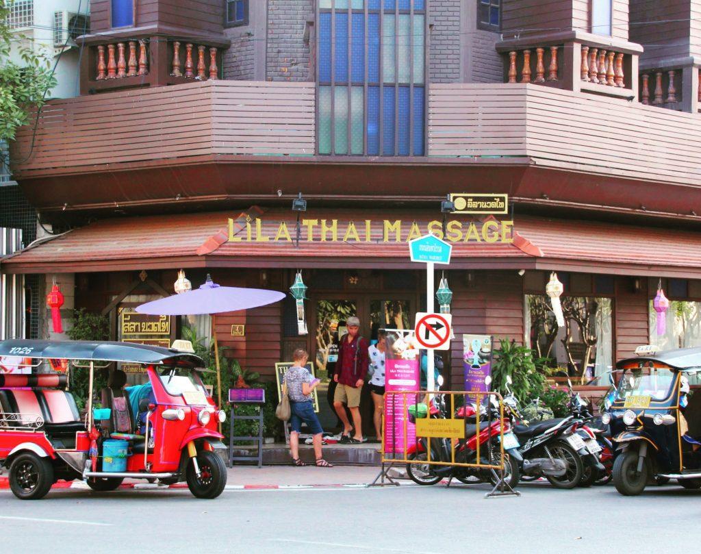 Sunt vreo 6 astfel de centre în Chiang Mai