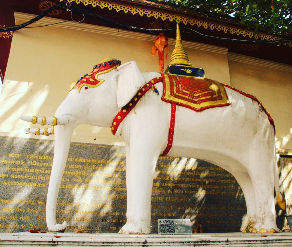 Statuia elefănțelului sacru
