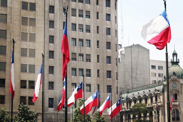 La Estrella Solitaria, steagul chilian, la Palacio de la Moneda.