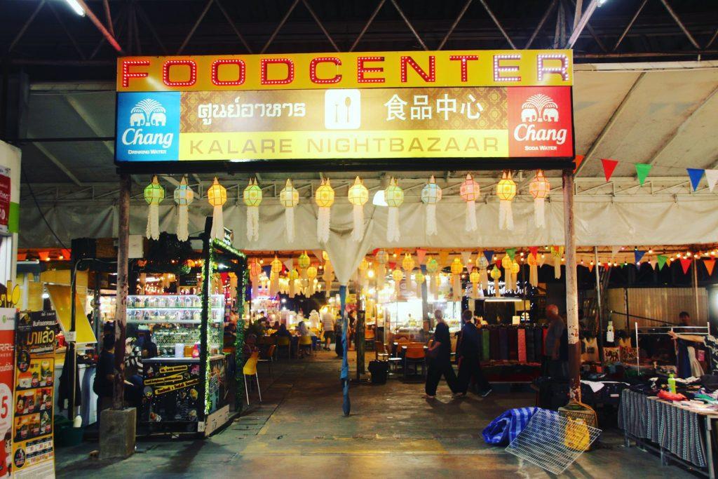 Bazarul de noapte din Chiang Mai, Thailanda