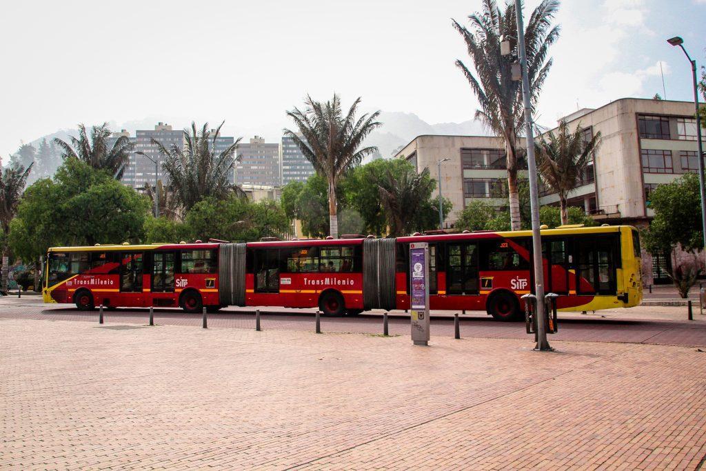 TransMilenio, sistemul rapid de autobuze din Bogota.