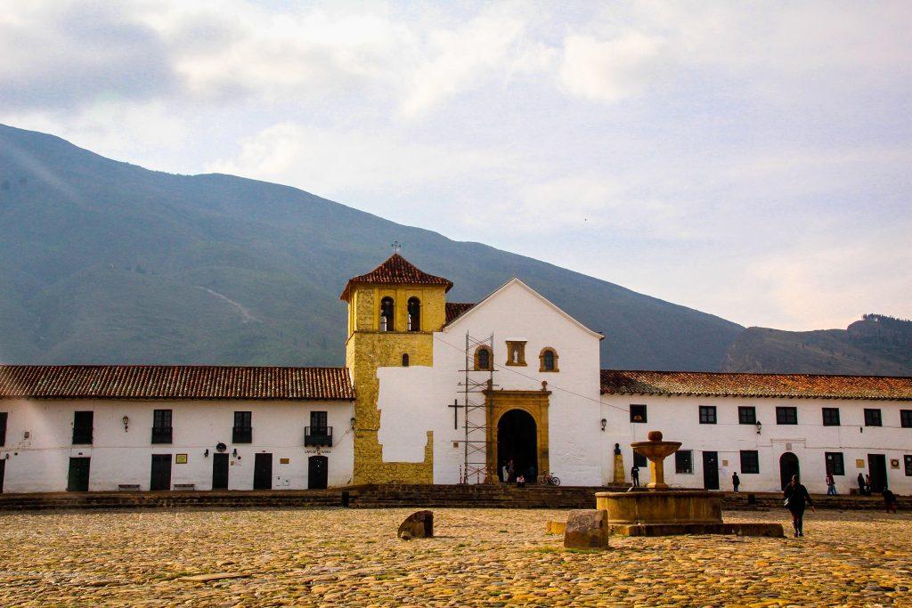 Plaza Mayor și Iglesia Nuestra Señora del Rosario