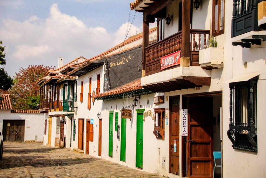Villa de Leyva cu ușile colorate