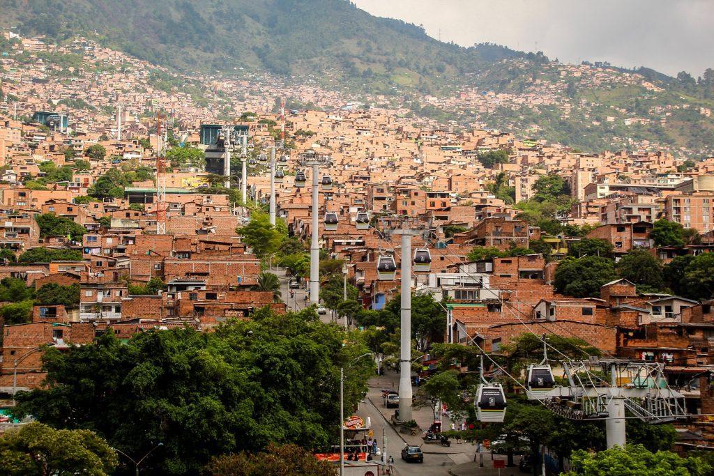 Medellin-ul folosește telecabinele pentru transportul în comun