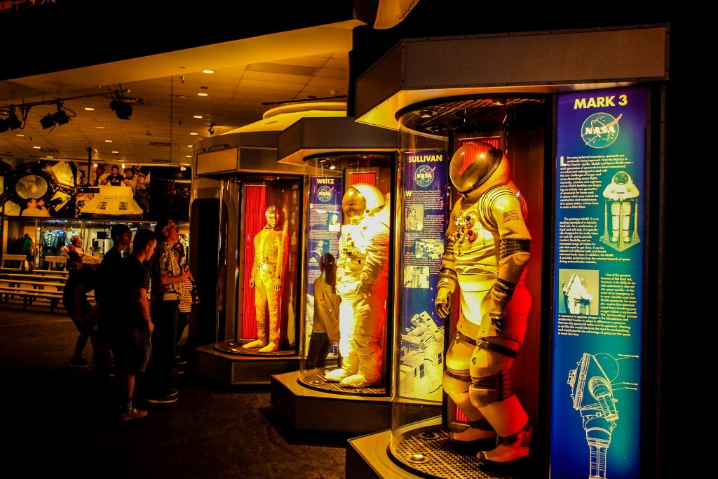 Costumele astronauților și evoluția lor.
