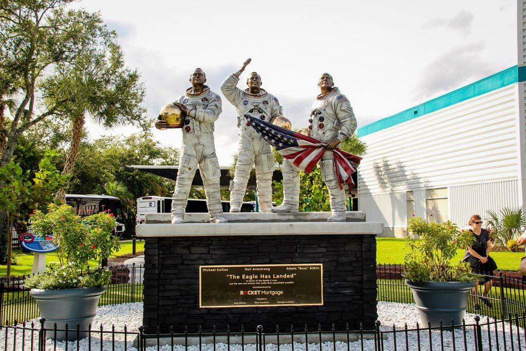 The Eagle has Landed - statuia ridicată pentru misiunea Apollo 11