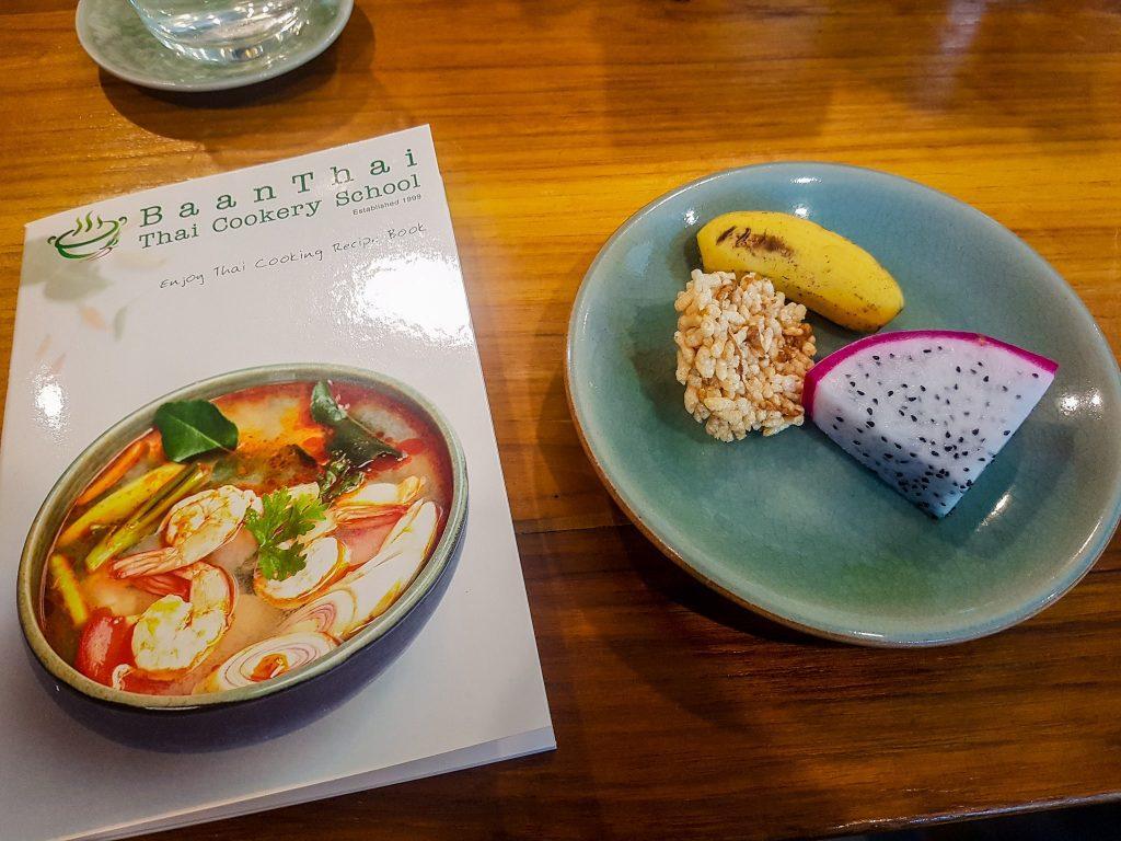 Cartea de rețete și snackuri din partea BaanThai Cookery School