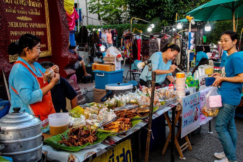 Mâncăruri delicioase în piețele din Chiang Mai