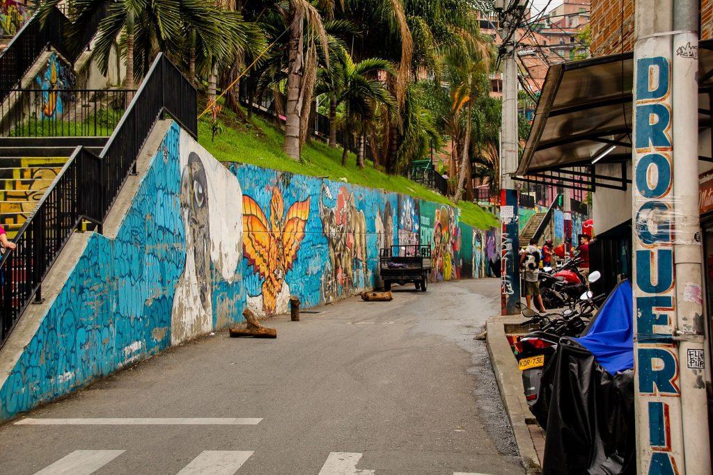 Graffiti pe străzile înguste