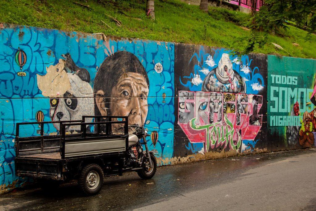 Zidurile colorate din Comuna 13