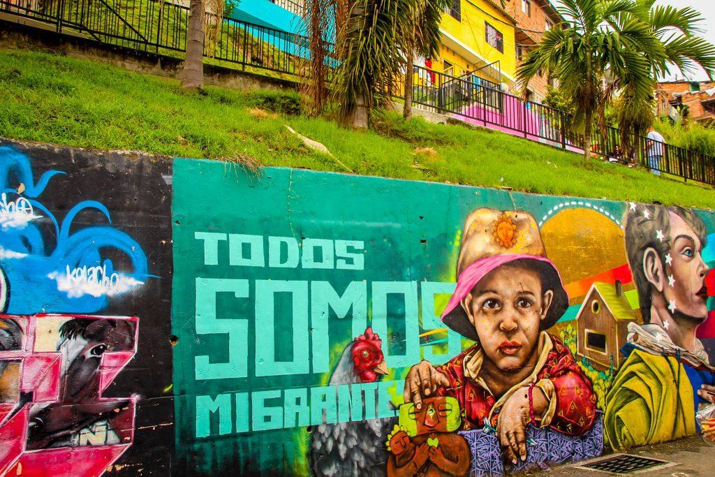 Comuna 13 atrage turiști din toate părțiel lumii, care vin aici pentru povestea locului și tururile de graffiti