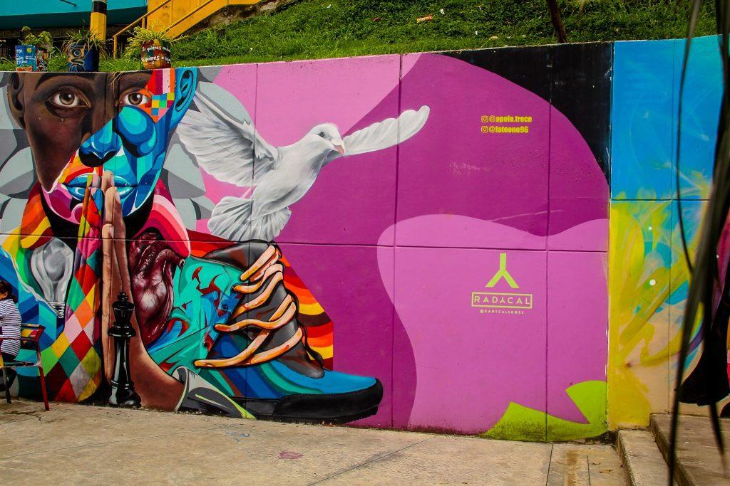 Culori frumoase pe străzile din Comuna 13