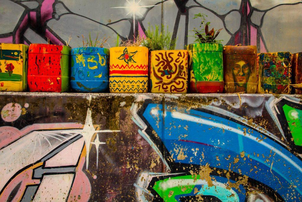 Și ghivecele sunt colorate în Comuna 13