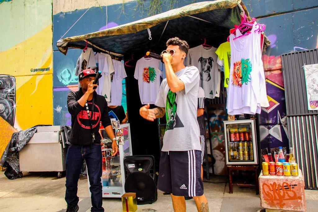 Sunt mulți artiști în Comuna 13