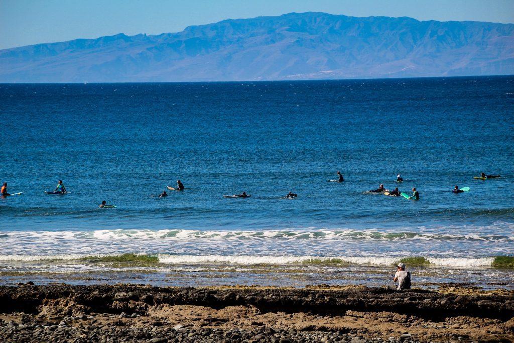 Studenții de surf în Playa de las Americas